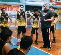 Santiago Acuña con sus jugadores