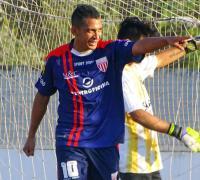 Festejo de Sebastián Maidana con el quinto gol de Regional. Foto gentileza Pablo Dao