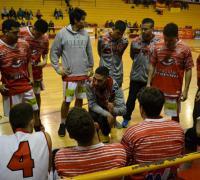 El técnico Matías Fernández con sus jugadores