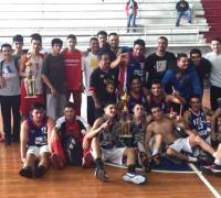 Confraternidad: Juntos al final de juego jugadores de Villa y Regatas