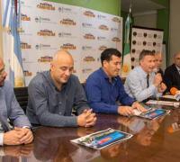 Oscar Brgnoli anunciando la puesta en venta de entradas para el test mach en el Centenario