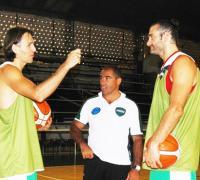 Pablo Fernández hablando con Rivero y Guaita