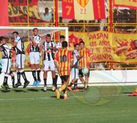 Peppo, Mosqueda, Norniella, en el slaudo del gobernador a las campeonas de fútbol