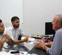 Jorge González, recibió a Bruno Contrera, Presidente del FU.ME.CH (Futsal Metropolitano del Chaco) y a Diego Brites,