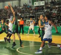 McGee lanza frente a Guaita. Foto gentileza diario NORTE.