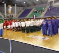 La delegaciones en el estadio de UNCAus durante la ceremonia inaugural.