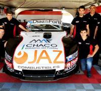 Todo el equipo, piloto y auto de Lucas Carabajal, que ganó la primera serie