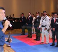 Juan Carlos Arguello, presidente del IDCh hablando a los participantes del ]Torneo de TKD