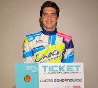 Lucas con el pasaporte al Mundial de Karting