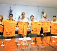 Autoridades de la Cámara de Comercio con Capitanich, en el lanzamiento de la Maratón solidaria