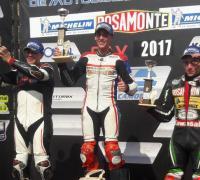 Mauro Passarino en lo alto del podio