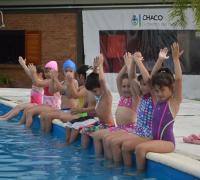 Clases de natación gratuita en el Jaime Zapata