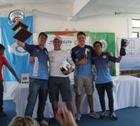 Tripulación del Omega recibe el premio como ganador de la Regatas Asunción - Corrientes