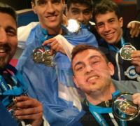 El equipo argentino con las medallas de oro