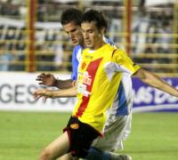 La alegría de Horacio Orzsán tras abrir el marcador