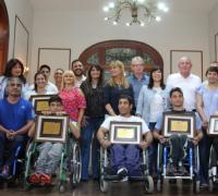 Elida Cuesta y otrosdiputados con el atletismo adaptado