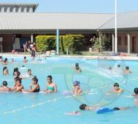 Clases de natación en la pileta del Instituto del Deporte