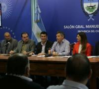 Autoridades encabezadas por el gobernador Peppó en la presentación del Atletismo y el voley