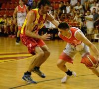 Desconcentraciones en la marca y malos porcentajes en los lanzamientos, claves de la derrota de Sarmiento. Foto Baskettotal