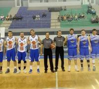 Formación iinicial de los equipos y los árbitros Héctor Wassinger - Iván Huck.