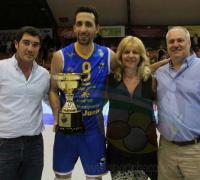 Dario Kohli de Lotería, el capitán de UPCN, Marina Kapetinich y el titular de UPCN en la premiación.
