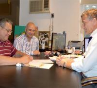 Jorge Rodríguez firmando convenio con Lotería Chaqueña