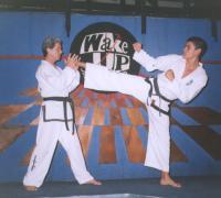 Claudio Zanier junto a su hijo, en los primeros años de la práctica del TKD