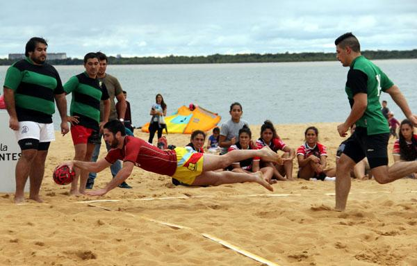Apertura del Rugby Beach en playa Arazatí