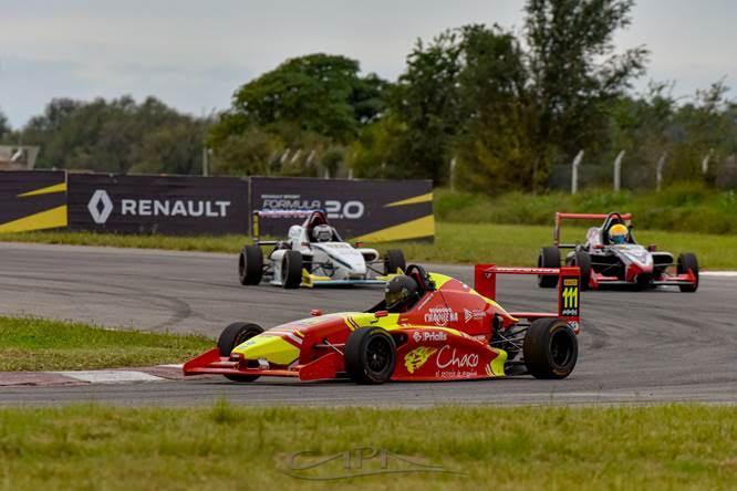 """Lucas Bohdanowicz logró su primer podio en la Fórmula Renault 2.0,  en el autódromo """"Oscar Cabalén"""" de Córdoba, el sábado"""