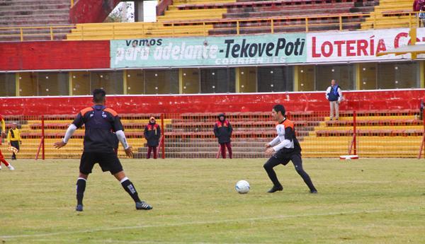 En la cancha de Boca Unidos empataron los dos partidos el local y For Ever. Foto Norte Corrientes