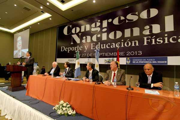Momento en que Capitanich declara inaugurado el Congreso de Deportes