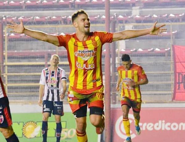 Sebastián Parera anotó el tanto de la victoria del decano. (Foto archivo).