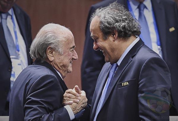 Blatter y Platini en problemas. Podría ser suspendidos