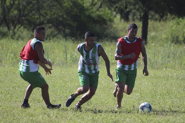 Uno de los partidos de preparación de Defensores.