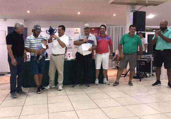 Iganacio Maidana recibiendo el premio mayor