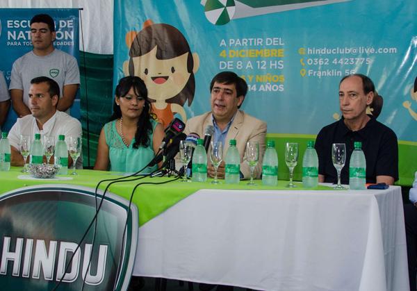 Gustavo Martínez en el lanzamiento de la temporada de Verano