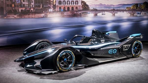En el reinicio de la temporada de F-1 los Mercedes serán de color negro.