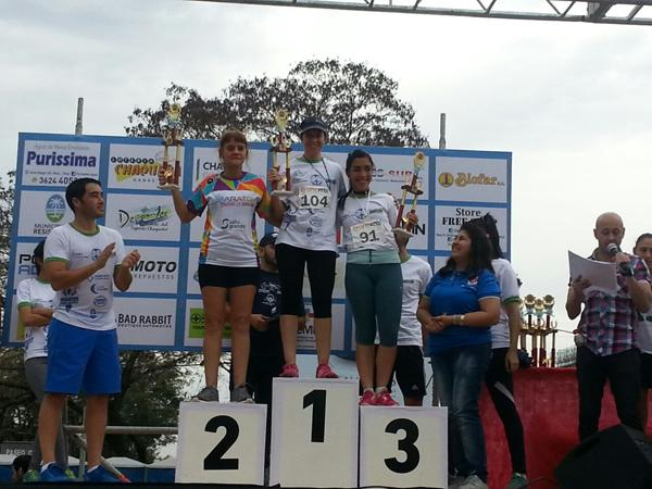 El podio de mujeres que tuvo como triunfadora a Celia Luciana Ojeda en la prueba de 10 kilómetros.