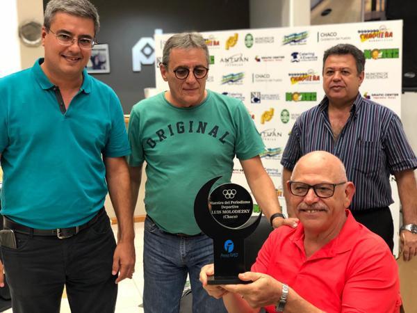 Willy Rodríguez, Carlos Bernasconi y Juanjo Godoy jen la entrega a Luis Darío Molodezky