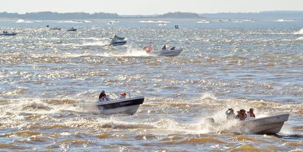 Lanchas al Paraná en la Fiesta de la pesca en el Cerrito