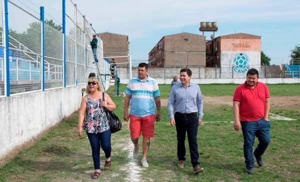Guillermo Monzón rcorriendo instalacionesde Villa Alvear