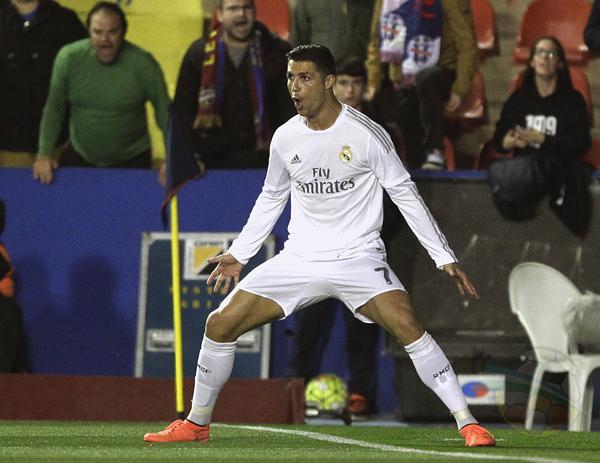 Cristiano Ronaldo adelantó al Real con definición de tiro penal.