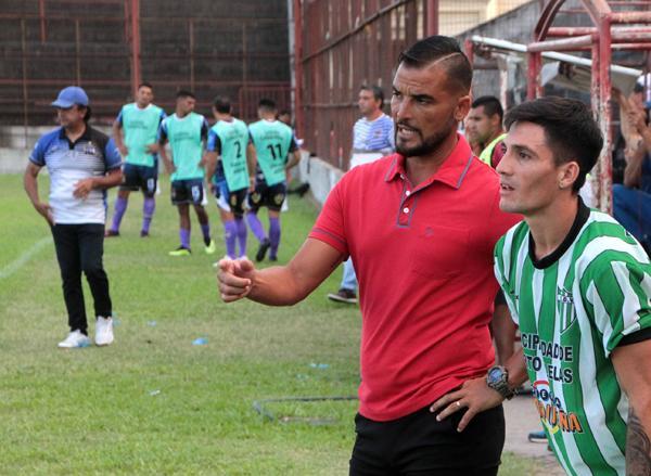 Santiago Ojeda, DT de Defensores de Vilelas
