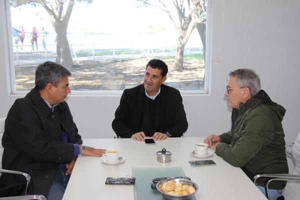 Rodríguez, Arguello y Bernasconi analizando la Fiesta del Deporte