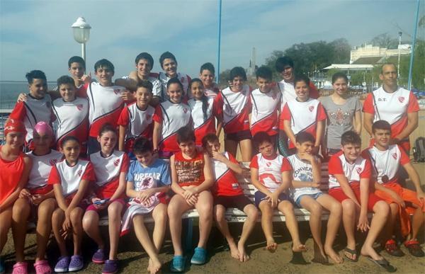 Integrantes del equipo de natación de Regatas Resistencia