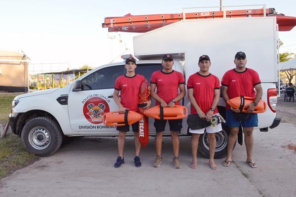 Integrantes del cuerpo de bomberos en los Juegos Evita