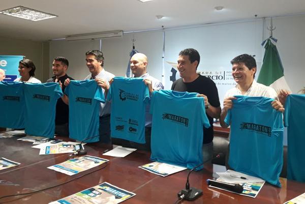 autoridades en el anuncio de la Maratón Aniversario de la Cámara de Comercio
