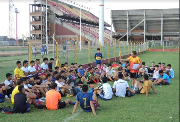 Más de 800 jugadores en las pruebas de fútbol para Sarmiento