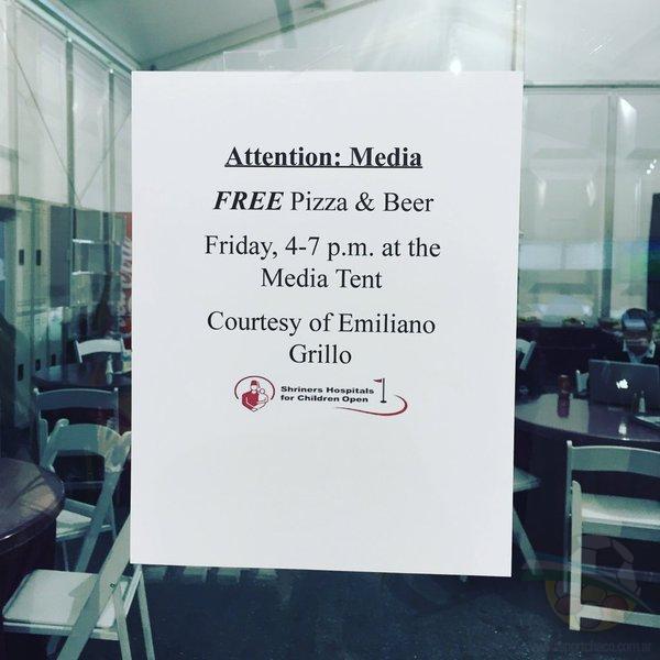La invitación formal del chaqueño a los periodistas. Pizza y cerveza sin límites en Las Vegas.