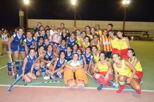 Algunos de los equipos participantes compartiendo la alegría despues del juego